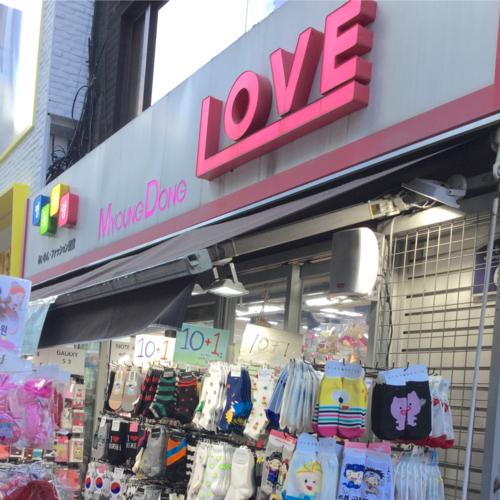 韓国アイドルがつけてる黒マスクも売ってる!明洞のお土産屋さん【明洞LOVE】