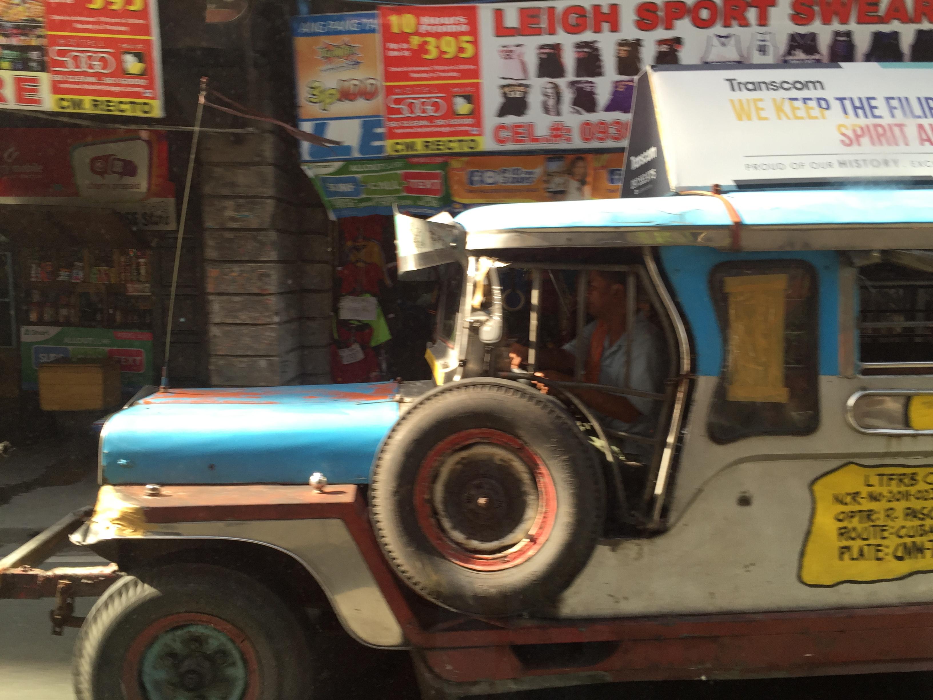 危険な乗り合いタクシー!ジープニーに乗ってみた