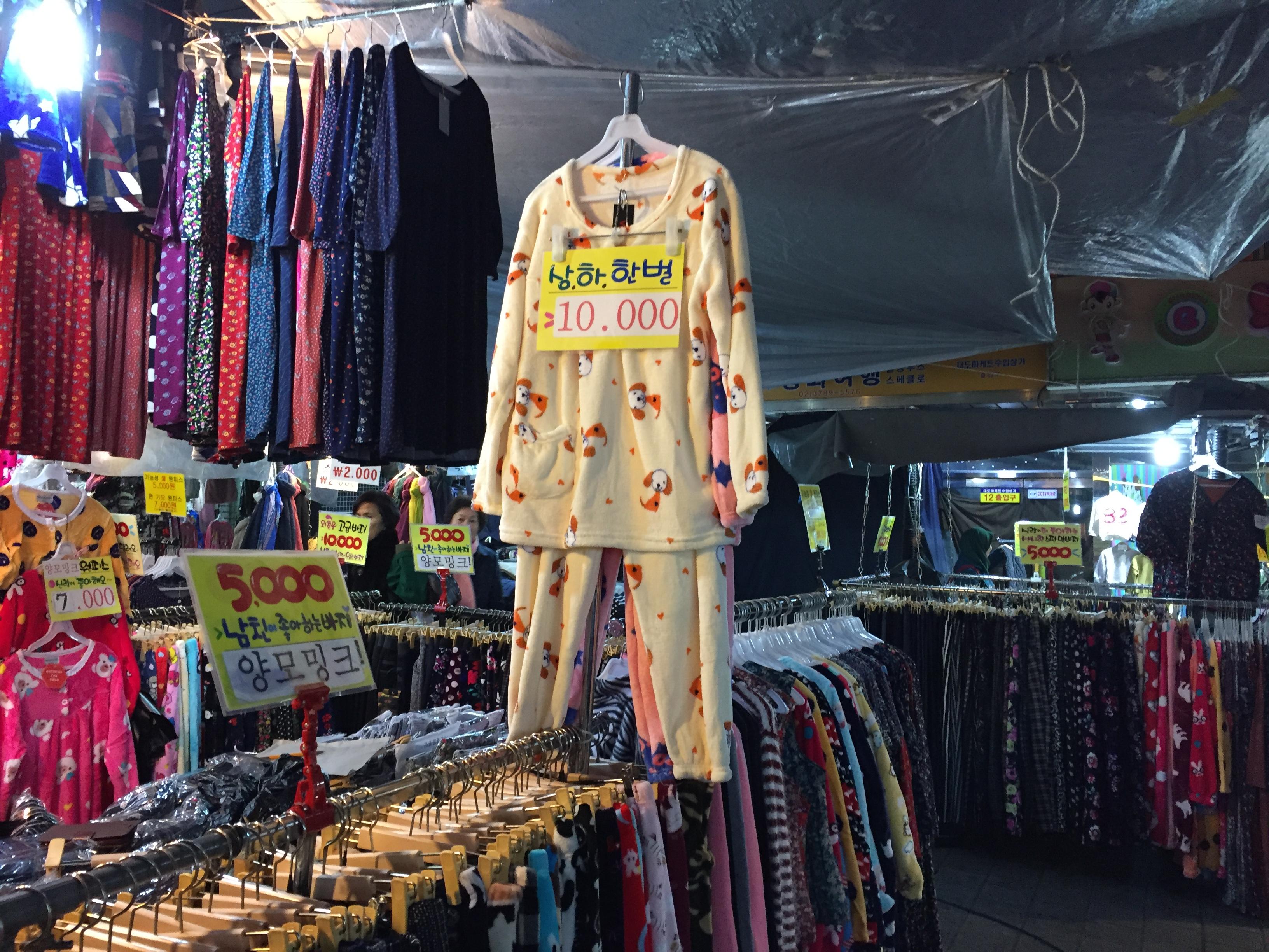 モコモコフクロウパジャマが10000ウォン。南大門市場
